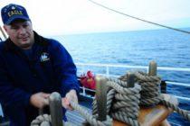 Guardia Costera busca a dos personas desaparecidas tras vuelco de barco al Sur de la Florida