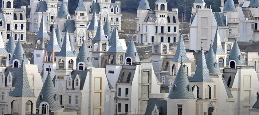 Vea el ambicioso proyecto urbanístico que reposa fantasmalmente en montañas de Turquía
