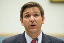 Gobernador DeSantis impulsará programa de marihuana medicinal