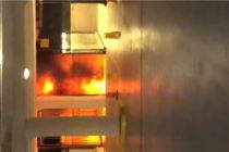 Vehículo se incendió tras caer 9 pisos en estacionamiento del Downtown de Miami