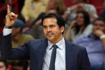 Erik Spoelstra pasó a Pat Riley como el entrenador con más partidos en el Heat