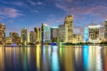 Aumentan ventas de mansiones: bajos impuestos y sol atraen compradores a Florida