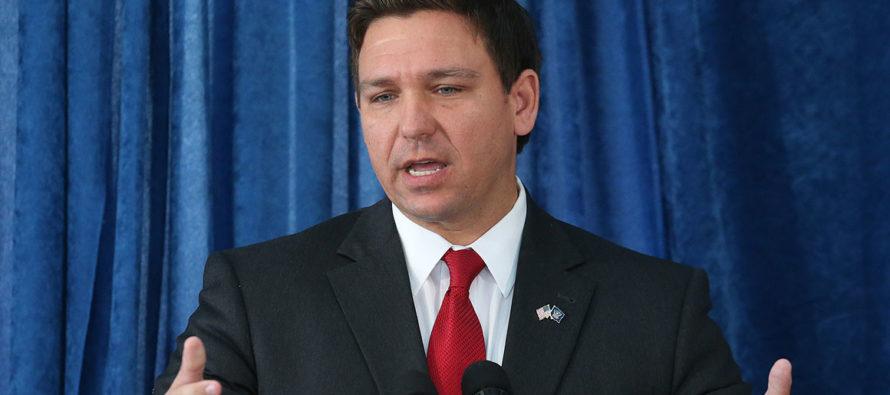 Ron DeSantis anuncia reforma de licencias ocupacionales en Florida