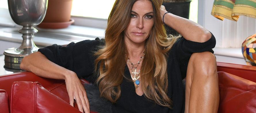 Para ella los 50 representan más belleza: Kelly Bensimon deslumbra con su diminuto bikini en Miami Beach