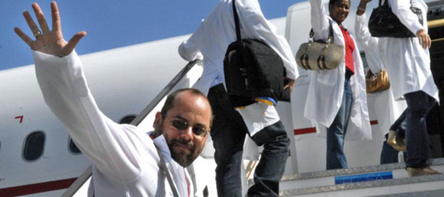 Médicos cubanos chantajearon a sus pacientes en beneficio del régimen de Maduro