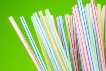 Aprueban resolución que prohíbe el uso de pitillos plásticos en Fort Lauderdale