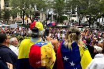 Decenas de venezolanos protestaron frente al Consulado en Miami para rechazar a Nicolás Maduro
