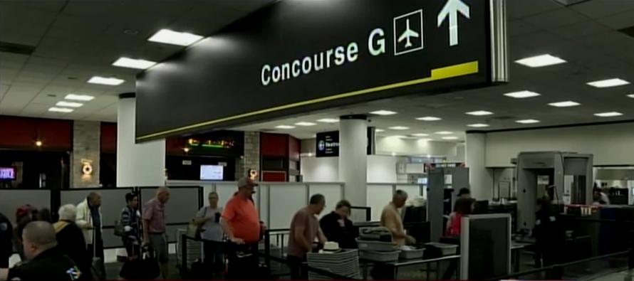 Viajeros frustrados por cierre de terminal del Aeropuerto Internacional de Miami