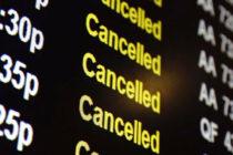 Cientos de venezolanos varados en el aeropuerto de Miami