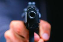 Niño de 4 años encontró pistola bajo su colchón y le disparó a su madre embarazada