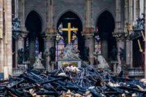La cruz y el altar de Notre Dame generan 'candente' debate en Internet