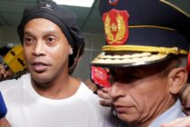 La corte paraguaya ordenó a Ronaldinho Gaucho y a su hermano Assis a seguir en la cárcel