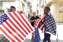 Los detuvieron en La Habana por usar la bandera de EE.UU. en homenaje al opositor Daniel Llorente