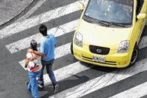 Una mujer atropelló al padre de su hijo y a su novia en Miami