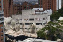 Graban supuesto fantasma de Pablo Escobar en la implosión de una de sus propiedades