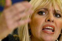 Polémica entre la nieta de Mussolini y fans del Celtic por exponer la imagen del dictador colgado de los pies en un juego