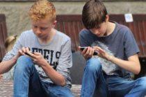 Adolescentes acudieron a un número de prevención de suicidio y les respondió un servicio de sexo telefónico