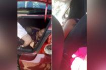 Celosa nivel: meterse en el maletero del vehículo para espiar a su esposo (no es broma)