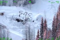 Joven sobrevive 23 días en el frío mortal de Alaska tras incendiarse su cabaña