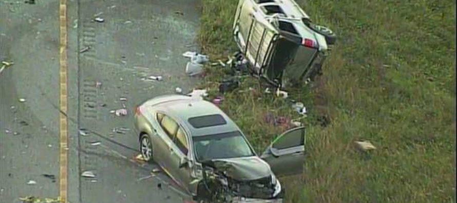 Choque múltiple de vehículos en Weston deja 8 heridos y una niña muerta