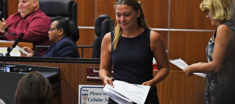 Legisladora de Boca Raton regresa a su puesto después de sufrir un episidio por  trastorno de estrés postraumático