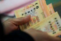 Anciana gana 12.000 dólares en lotería y olvida su boleto en centro comercial