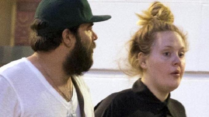 Llega Adele a un acuerdo con su ex; será oficial su divorcio