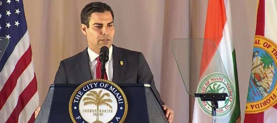 """Acusan al alcalde de Miami de no cumplir con las normas de zonificación debido a """"conflictos de interés"""""""