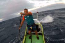 Conoce al primer humano que cruza el Pacífico en una «paddleboard» adaptada