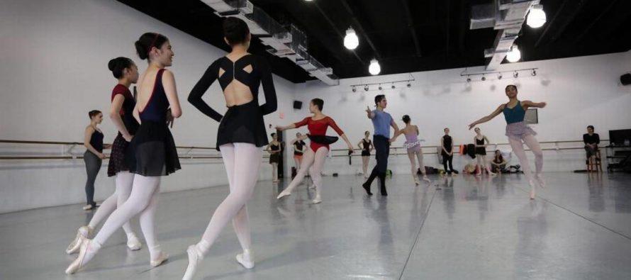 Escuela de ballet ayuda a bailarines venezolanos que solicitan asilo en Florida
