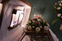 ¡Increíble! Familia en Miami descubrió que velaba al cadáver equivocado cuando se acercó al ataúd