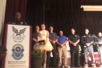 Condecoran a estudiante de Florida por evitar tiroteo en escuela de Ohio