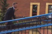 ¡Increíble! Por usar el teléfono mientras manejaba le suspendieron la licencia a Beckham