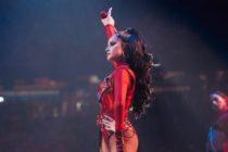 ¡Imperdible! Becky G se da vuelta en pleno escenario y muestra… su gran retaguardia (+Fotos)