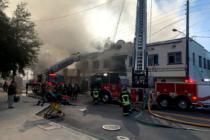 Bomberos luchan contra el fuego en antiguo edificio de Misión de Rescate de la Unión de Orlando