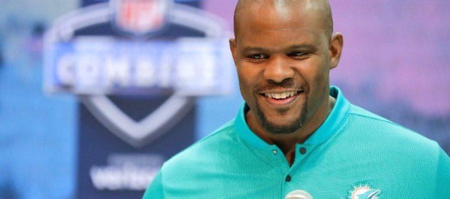 Entrenador de Miami Dolphins apoya protestas de jugadores contra Trump