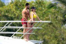 Britney Spears deleitó a sus seguidores con un sexy bikini amarillo en Miami Beach (+Fotos)