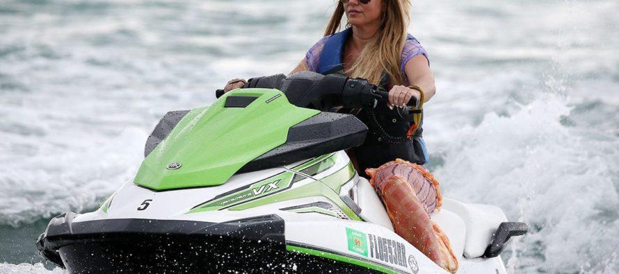 Britney Spears disfrutó en jet ski de las hermosas playas de Miami