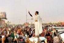 En Sudan militares deponen al presidente Omar al Bashir