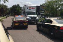Policía arrestó a hombre que conducía un camión con ataúdes robados en Florida