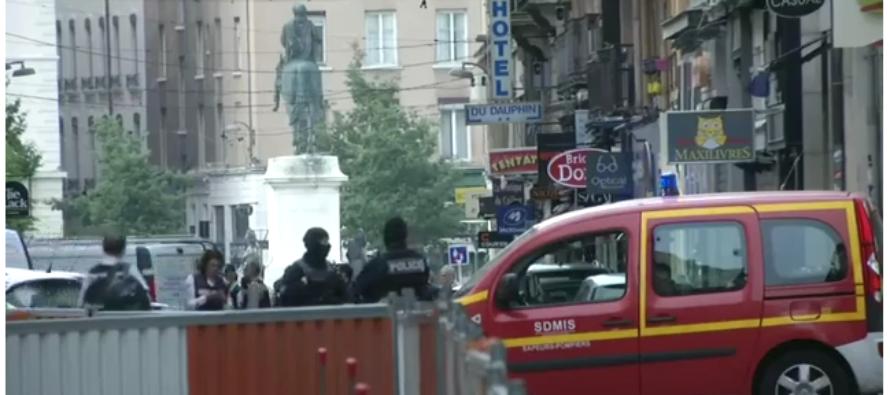 Presunto paquete bomba deja trece heridos en Lyon