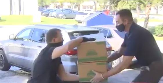 Voluntarios de Meals on Wheels entregaron comida a 600 familias en el Día de Acción de Gracias