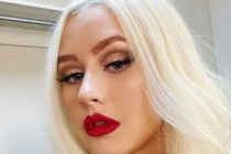 ¡De locos! Christina Aguilera posó con solo una prenda de vestir +Foto