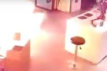 La espeluznante explosión de una batería mientras era cargada en tienda de China +Vídeo