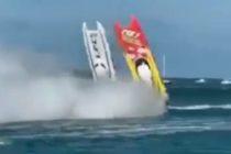 ¡POR LOS AIRES! El impresionante accidente de dos lanchas deportivas en Key West +VÍDEO