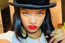 ¡Lo volvió a hacer! Rihanna repitió foto donde solo se tapa con un libro +Imagen