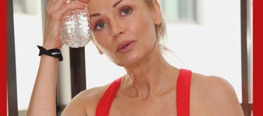 Así es Kathy Jacobs, la modelo de 56 años de Sports