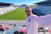 No sigue las advertencias por el coronavirus: David Beckham salió a dar un paseo familiar al estadio del Inter