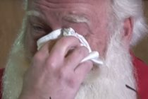 ¡Para llorar! La desgarradora historia de un niño con cáncer terminal que murió en los brazos de Santa +Vídeo