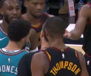 Insólito: Expulsaron a un jugador por darle una 'palmadita' en el trasero a un rival en la NBA +Vídeo